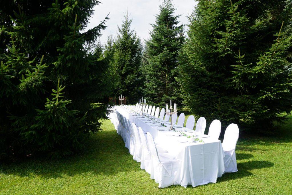 9.000-qm-Park-mit-Wald-an-der-Hochzeitskapelle